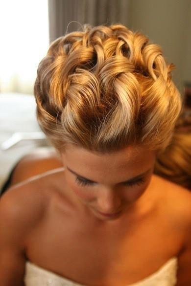 Прически на короткие волосы с косами